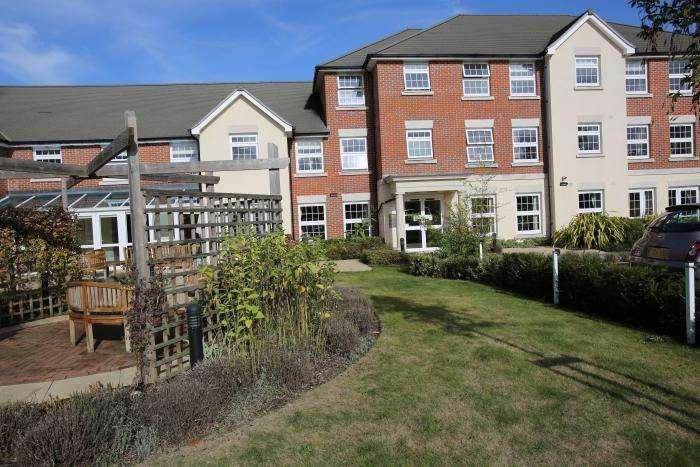 1 Bedroom Retirement Property for sale in WEIGHBRIDGE COURT, ONGAR CM5