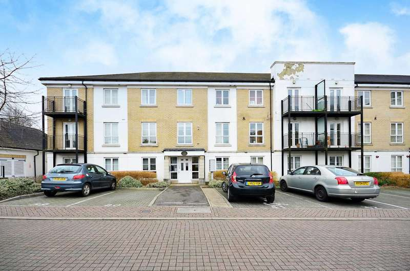 2 Bedrooms Flat for sale in Tudor Way, Knaphill, GU21