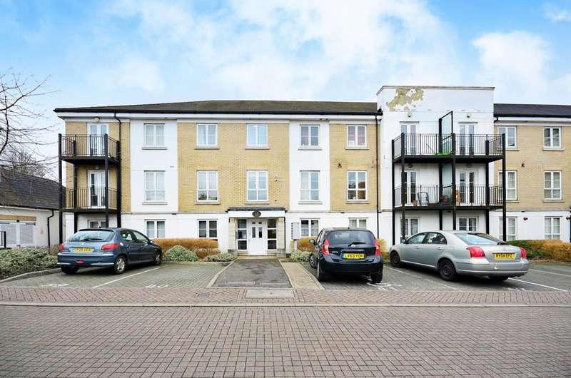 2 Bedrooms Flat for sale in Tudor Way, Knaphill, GU21