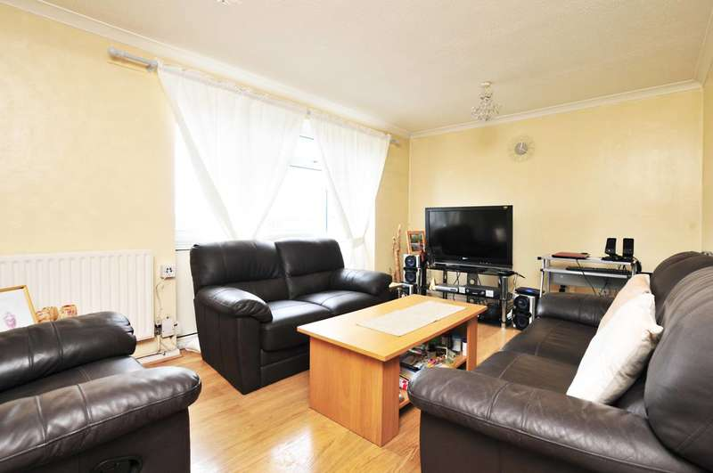 2 Bedrooms Maisonette Flat for sale in Brookfield, Goldsworth Park, GU21