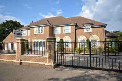 5 Bedrooms Detached House for sale in Sylvan Avenue, Emerson Park, Hornchurch, Essex RM11