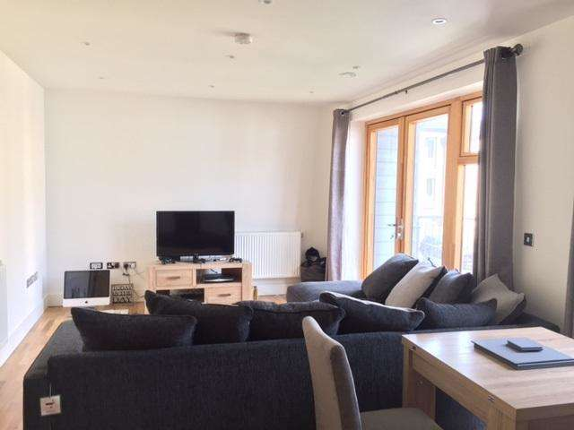 2 Bedrooms Apartment Flat for rent in SYCAMORE PLACE, CHIGWELL IG7