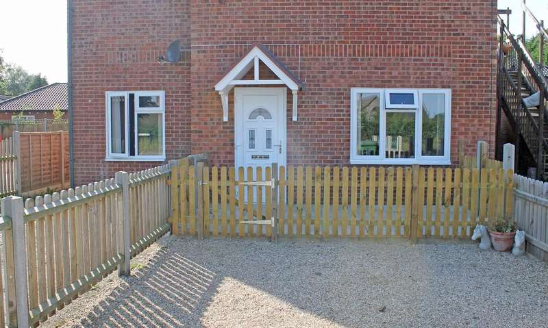 2 Bedrooms Flat for sale in Church Street, Briston NR24