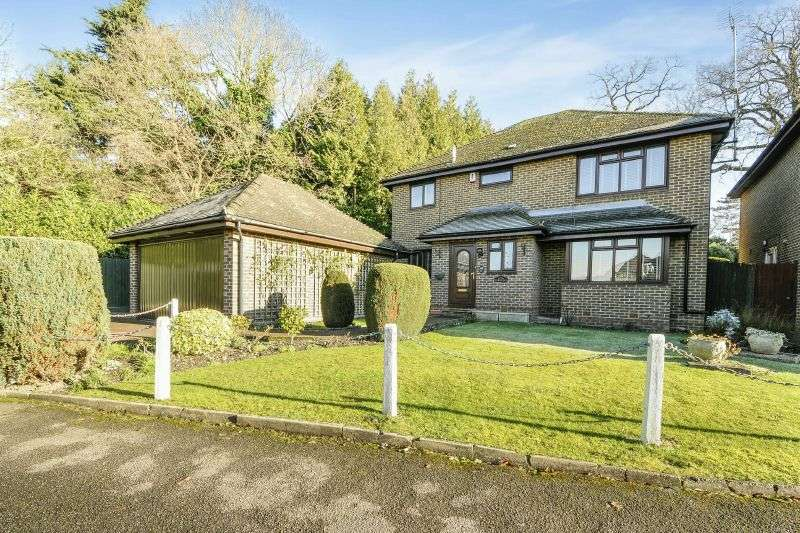 4 Bedrooms Detached House for sale in Mountview, Northwood