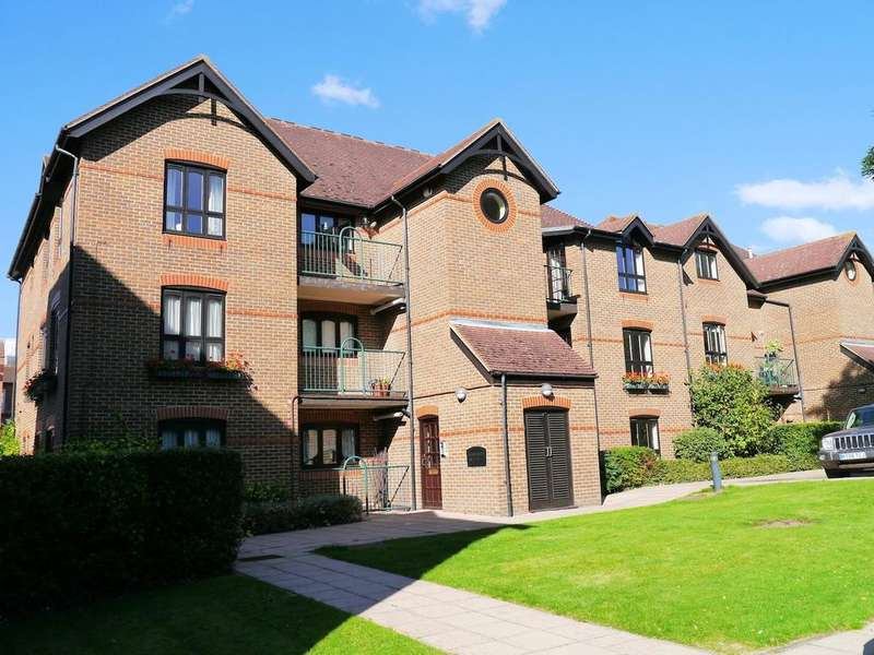 3 Bedrooms Apartment Flat for sale in Regent Court, Sheet Street, Windsor SL4