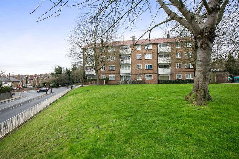 3 Bedrooms Flat for sale in Wood Vale, Honor Oak, London, SE23
