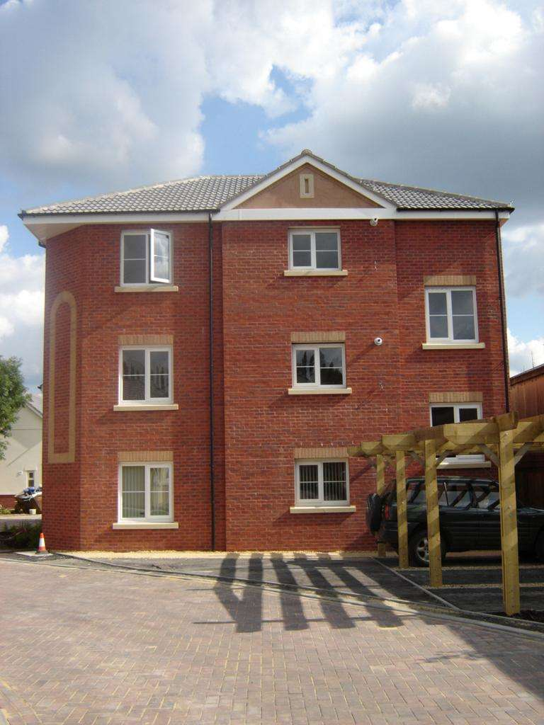 2 Bedrooms Apartment Flat for sale in The Deanes, Tiverton EX16