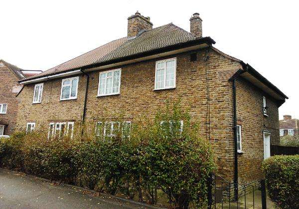 4 Bedrooms Semi Detached House for sale in King Alfred Avenue, London SE6
