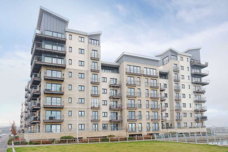 2 Bedrooms Flat for sale in Merlin Avenue, Edinburgh, EH5 1FS