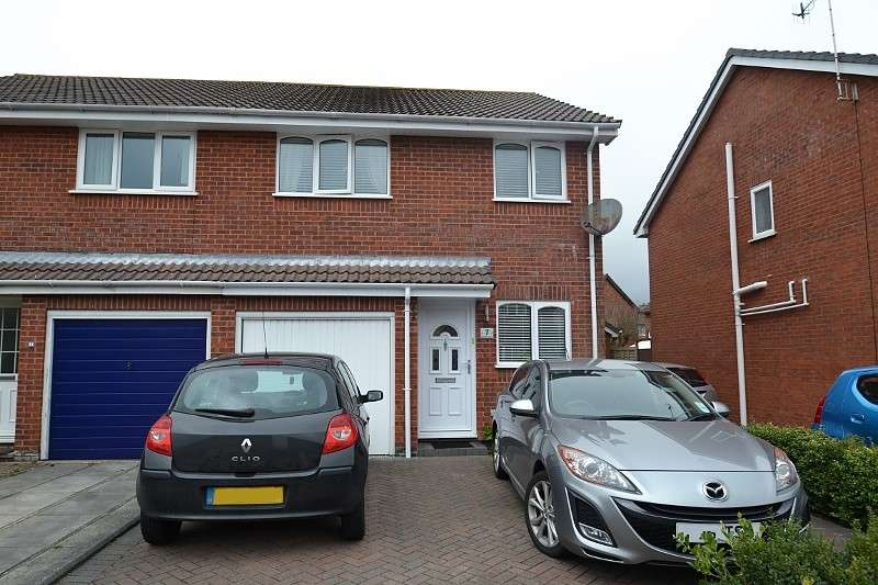 3 Bedrooms Semi Detached House for sale in Castledean