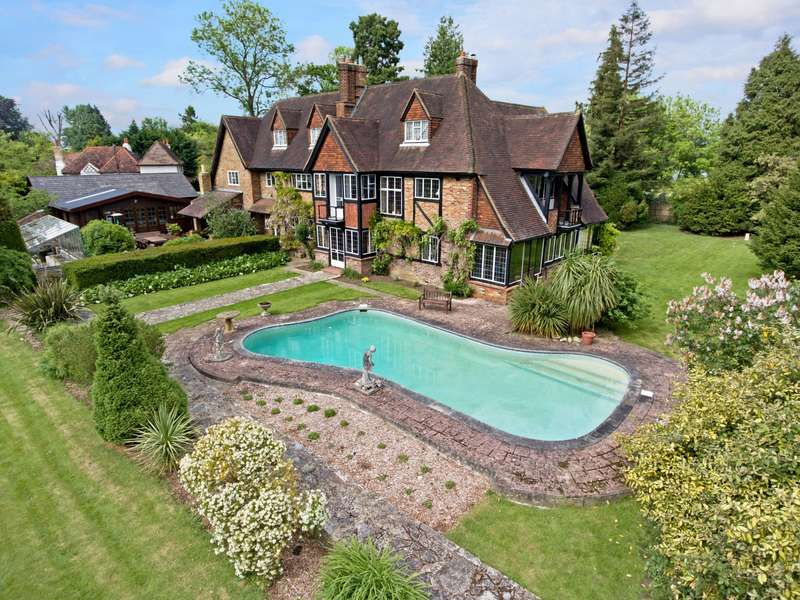 5 Bedrooms Detached House for sale in Staines Road, Wraysbury, TW19
