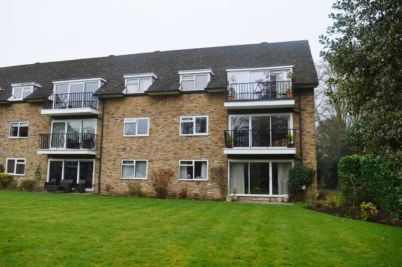 3 Bedrooms Flat for sale in Old House Court, Wexham, SL3