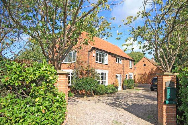 5 Bedrooms Detached House for sale in High Barn, Upton, Nottinghamshire NG23 5TE