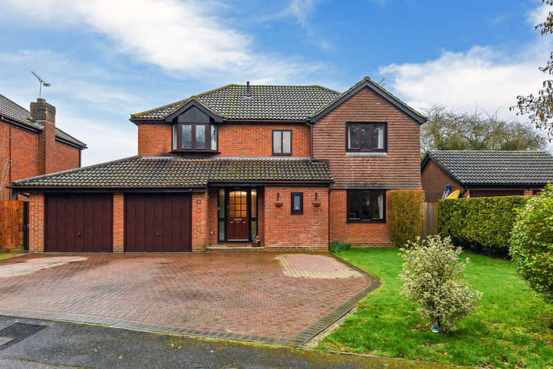 4 Bedrooms Detached House for sale in Little Mead, Denmead