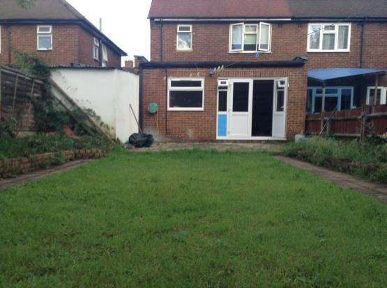 3 Bedrooms Semi Detached House for sale in Finchingfield Avenue, Woodford Green IG8