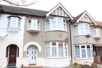 3 Bedrooms Terraced House for sale in NewburyPark, Ilford, Essex