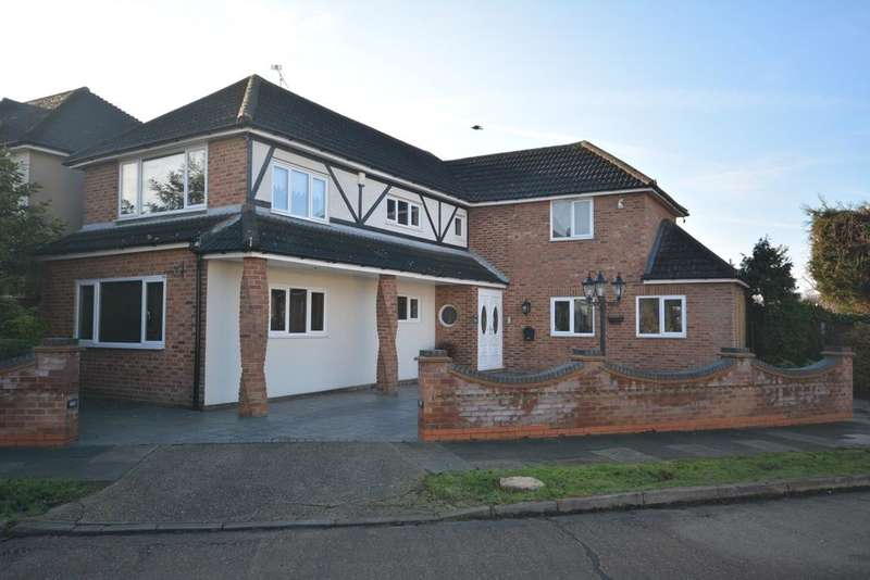 4 Bedrooms Detached House for sale in Nelwyn Avenue, Emerson Park, Hornchurch RM11