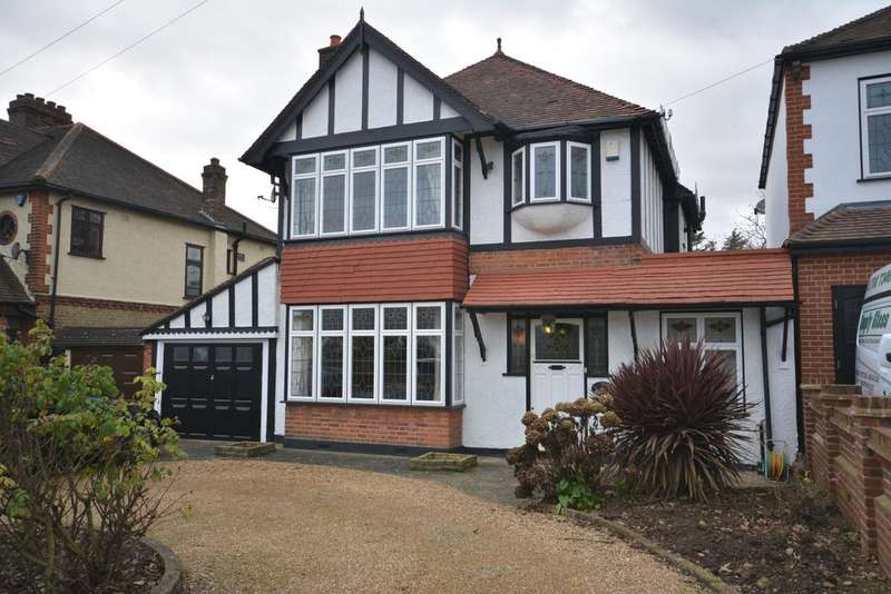 4 Bedrooms Detached House for sale in Mill Park Avenue, Hornchurch RM12