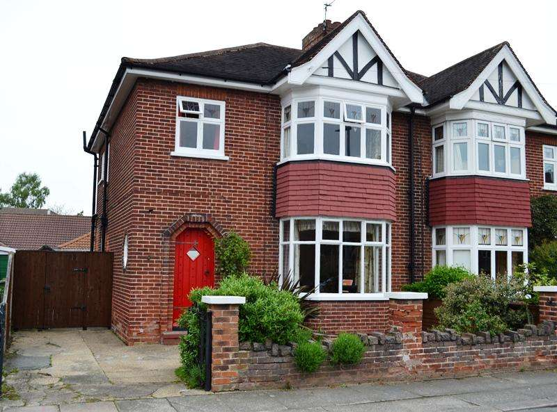 3 Bedrooms Semi Detached House for sale in College Street, Grimsby DN34