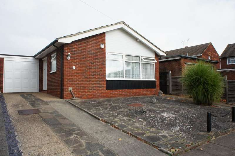 2 Bedrooms Detached Bungalow for sale in Dering Crescent, Leigh-on-Sea SS9