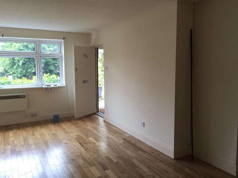 2 Bedrooms Flat for rent in Buckhurst Hill IG9