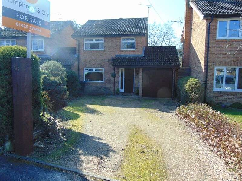 3 Bedrooms Detached House for sale in Brookside Road, Christchurch