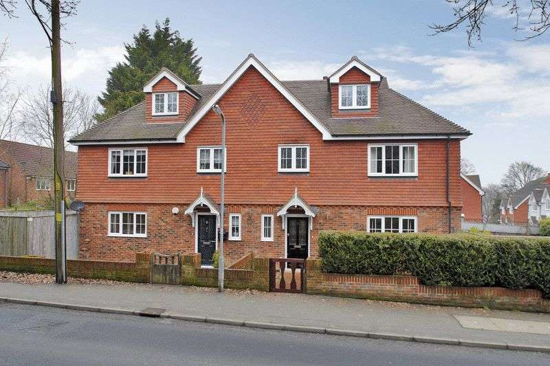 4 Bedrooms Semi Detached House for sale in Meadow Views, Ridgewood, East Sussex