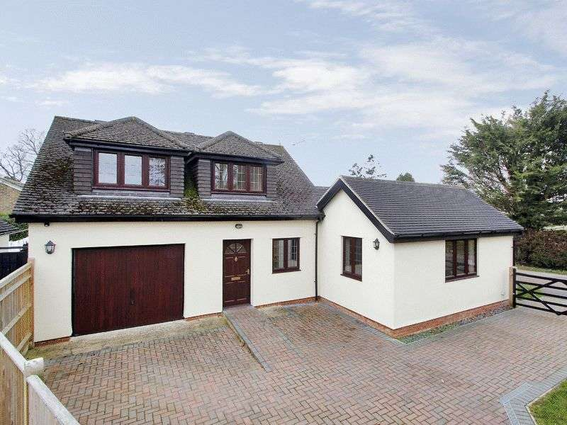 3 Bedrooms Detached House for sale in Langshott Lane, Horley, Surrey