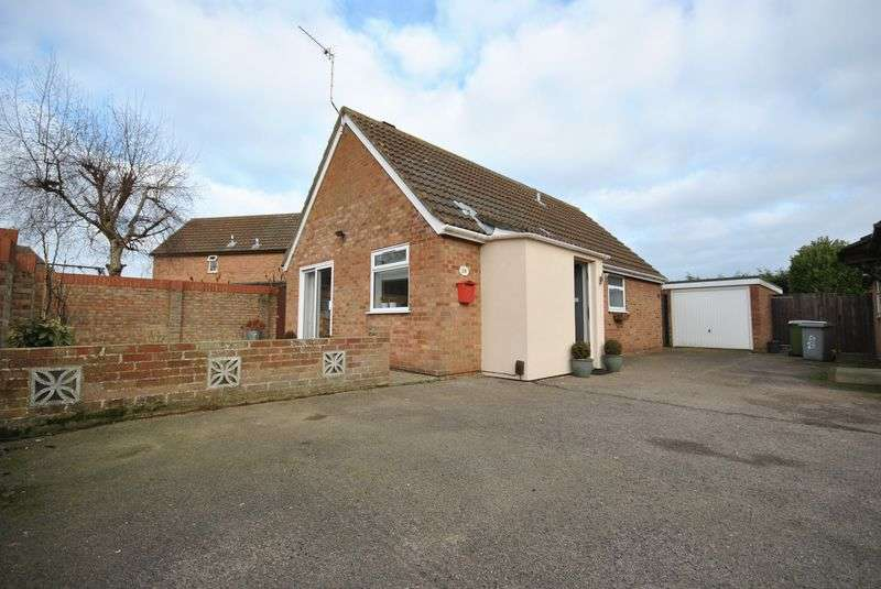 2 Bedrooms Detached Bungalow for sale in Edgefield Close, Norwich
