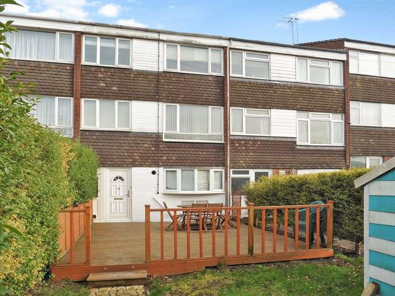 4 Bedrooms Terraced House for sale in Bowles Way, Dunstable