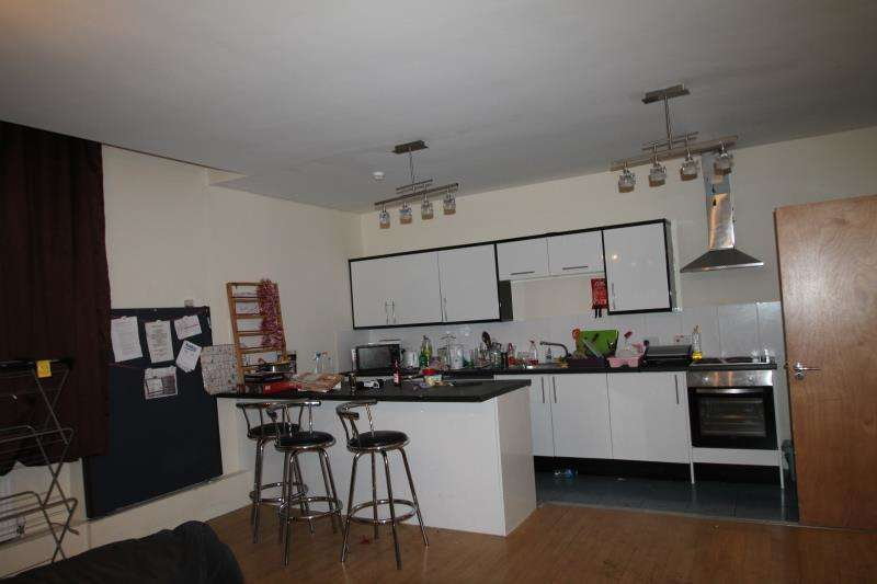 4 Bedrooms Apartment Flat for rent in Flat 2 Equitable House, 5-7 South Parade, Nottingham, NG1 2BB