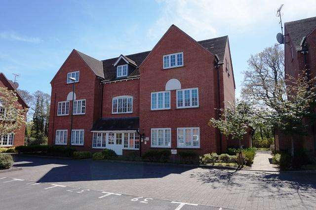 2 Bedrooms Apartment Flat for sale in Foxley Drive, Catherine-De-Barnes, B91 2TX