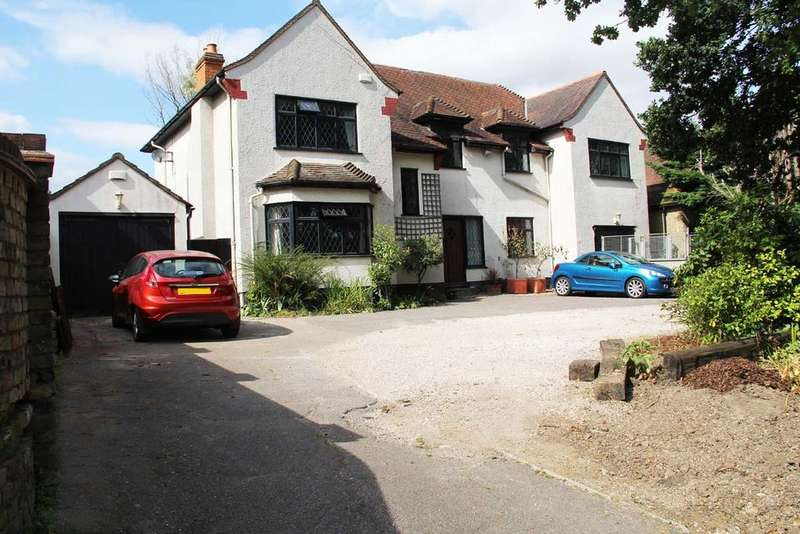 5 Bedrooms Detached House for sale in Noak Hill Road, Noak Hill, Romford RM3