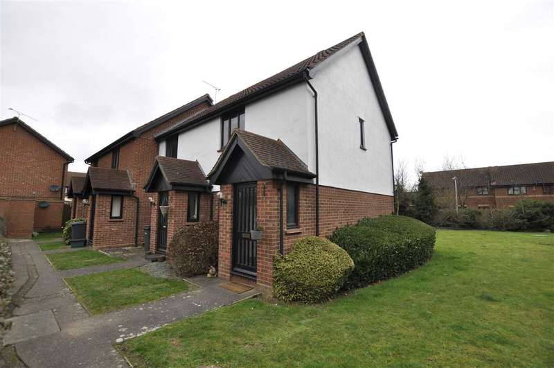 2 Bedrooms Maisonette Flat for sale in Gilson Close, Chelmsford