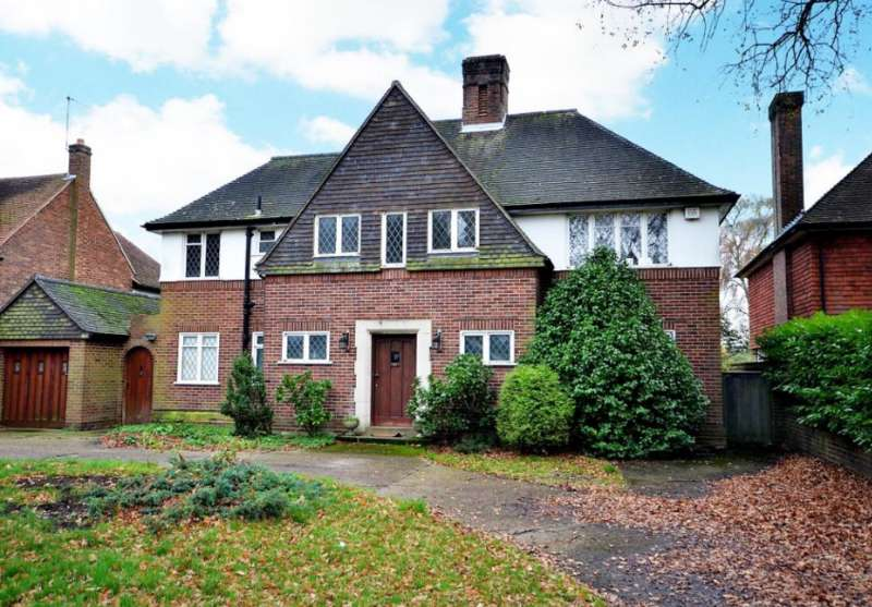 5 Bedrooms Detached House for sale in Ashley Park, Walton-on-Thames KT12