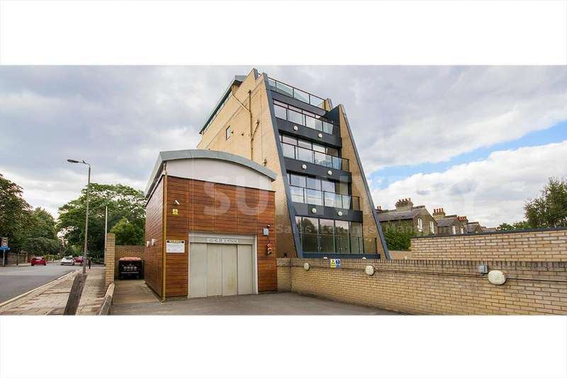 2 Bedrooms Flat for sale in Heathfield Road SW18