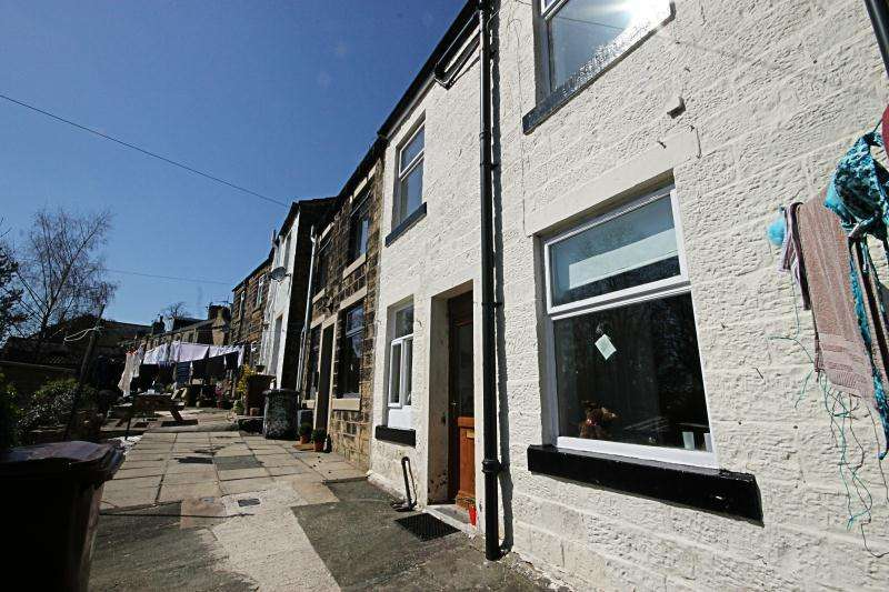 2 Bedrooms Terraced House for rent in 4 Back Church Street, Barrowford, Lancashire, BB9 6ED