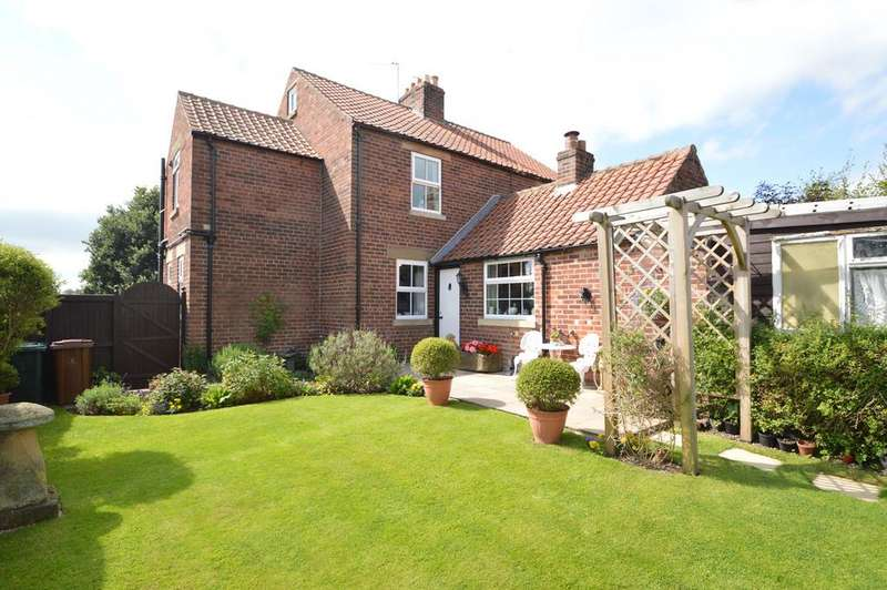 3 Bedrooms Semi Detached House for sale in Station Road, Ampleforth, York YO62