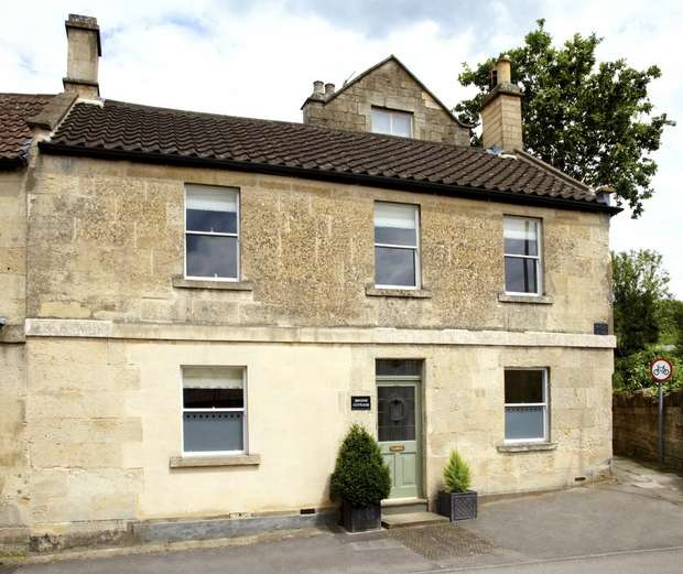 2 Bedrooms Cottage House for sale in 22 St Margarets Street, Bradford on Avon, Wiltshire
