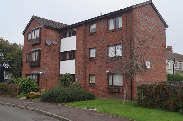 1 Bedroom Flat for sale in Oxwich Close, Fairwater, Fairwater, Cardiff CF5