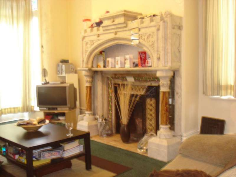 6 Bedrooms Terraced House for rent in Regents Park Avenue, Ls6