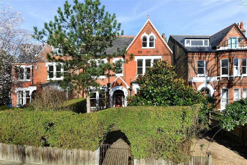 6 Bedrooms Detached House for sale in Grove Park, London SE5