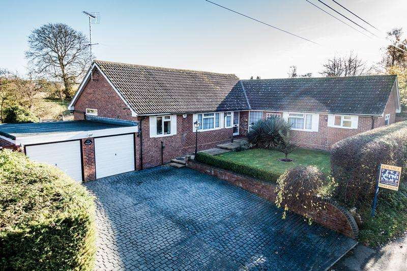 3 Bedrooms Detached House for sale in Box Tree Lane, POSTCOMBE, OX9