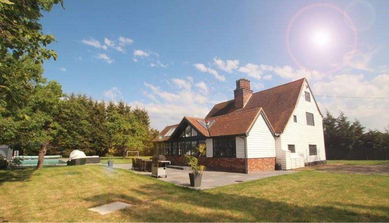 4 Bedrooms Detached House for sale in Highlands Road, Rawreth, Wickford SS11