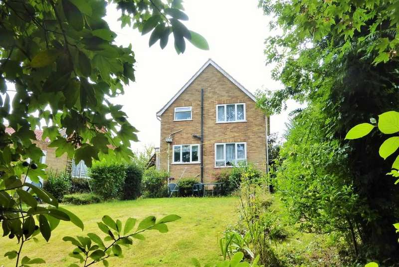 3 Bedrooms Detached House for sale in Thorpe St Andrew, Norwich