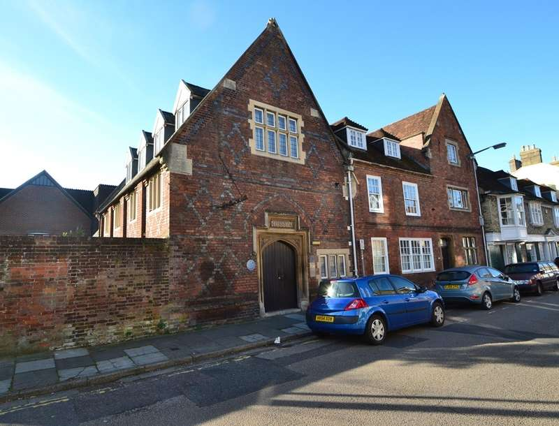 2 Bedrooms Flat for sale in Salisbury City Centre