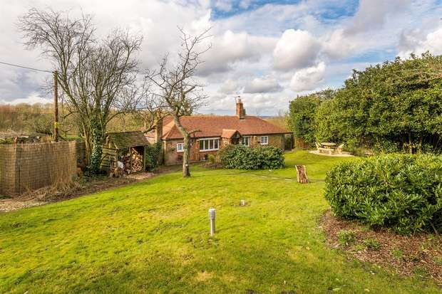 3 Bedrooms Cottage House for sale in Ewshot, Farnham, Surrey