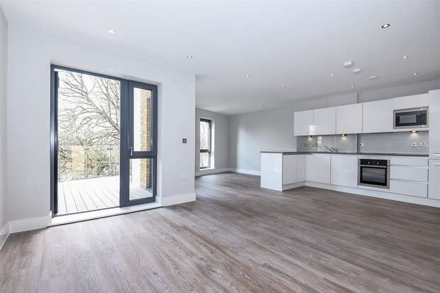 2 Bedrooms Flat for sale in St Margarets Waterside, Railshed Road, St Margarets, Middlesex
