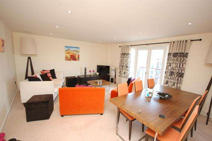 3 Bedrooms Apartment Flat for sale in Poole BH15