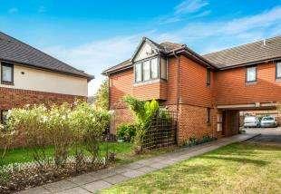 2 Bedrooms Maisonette Flat for sale in Trinity Road, Gravesend, Kent, Gravesend